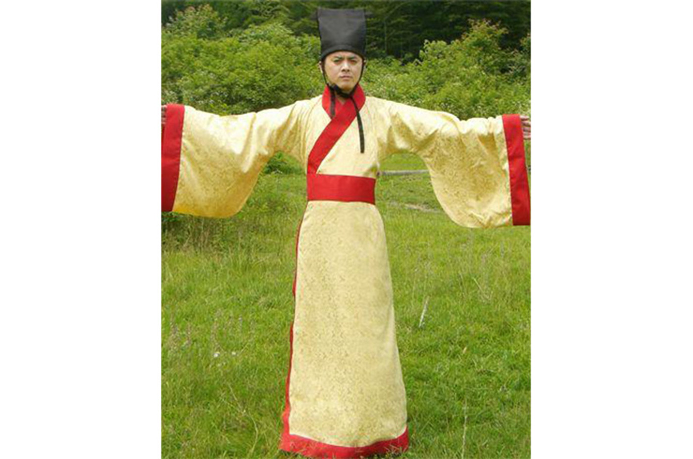 What are some types of traditional Chinese clothing?